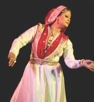 Munmun Ahmed performing Dance