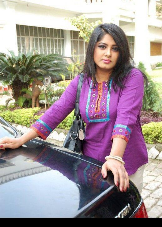 fatua-car-actress-mousumi-bangladeshi