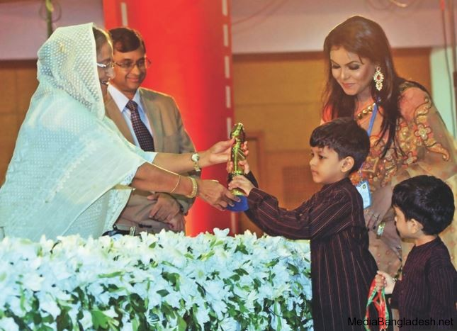 humayun-ahmed-sons-received-award-ghetu-putra-kamala